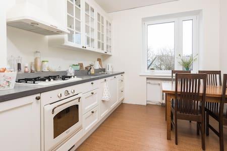 Spacious and cosy flat with balcony - Таллинн - Квартира