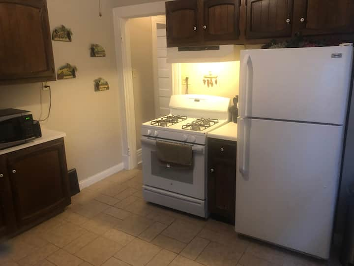 Entire 2 BR Apartment in Heart of Downtown