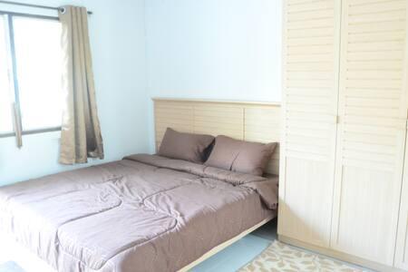 Baan Lucksana: Cream (King Size Bed) - Chiang Mai - Apartament