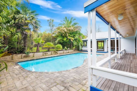 Fantastic Lockwood Home with pool - Auckland - Talo