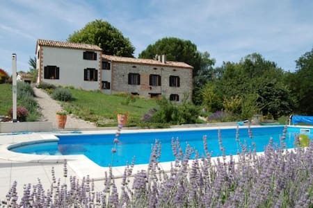 La Quietat    chambre La Floreta - Bed & Breakfast