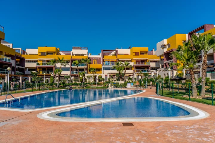 2 bed apartment in the beautiful complex El Bosque