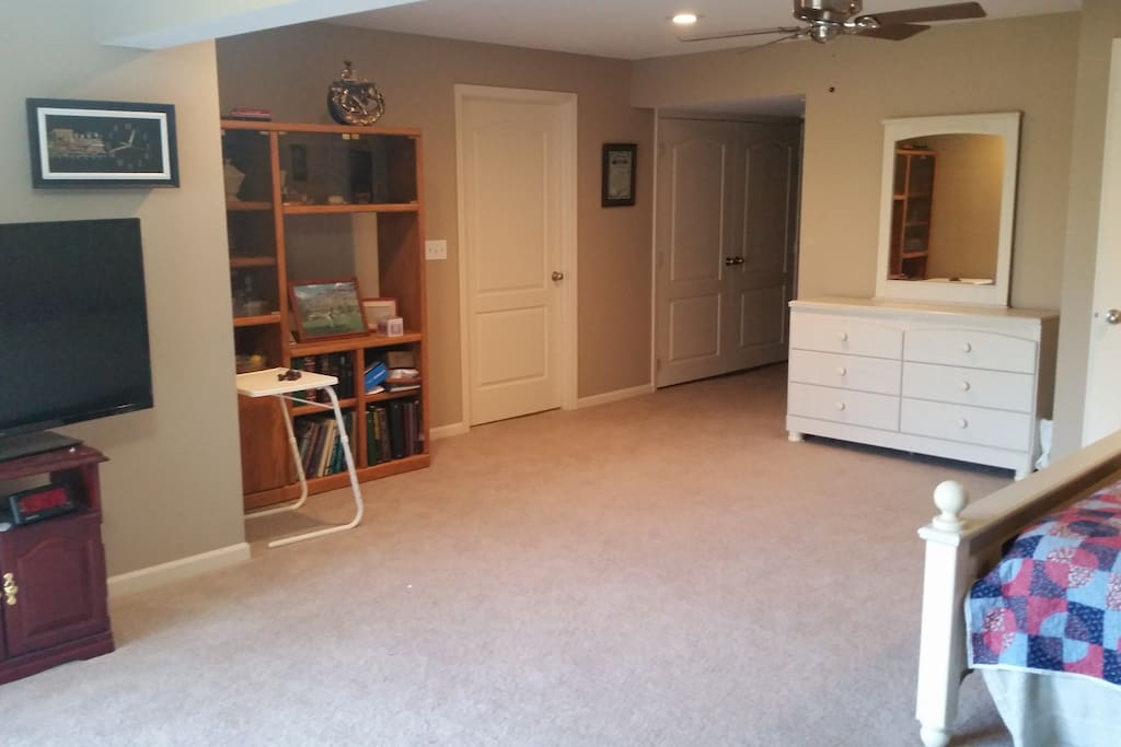 Large Living Area / Bed Space With 64in Flatscreen TV plus WIFI