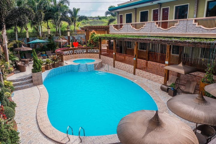 4-12 Bedrooms Villa with Pool in Tagaytay!