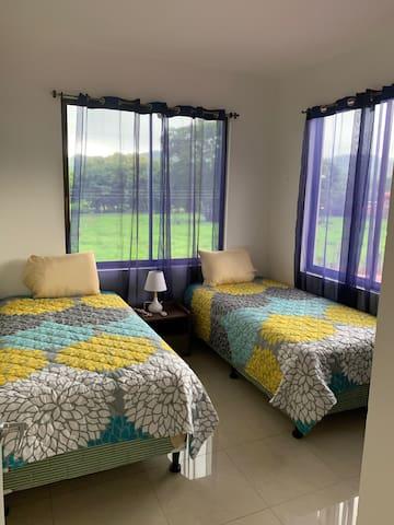 Room #2 / Cuarto #2