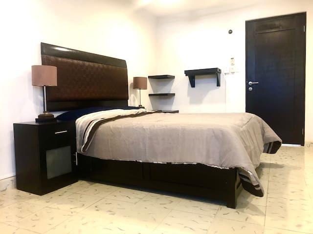 4 Spacious Double room near Paseo de Montejo