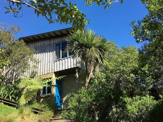 Elevated 3BD with sea & rural views