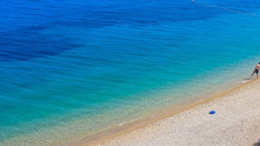 Welcome to Supetar, to its beautiful sunsets, unspoilt nature and lovely beaches of white pebbles and glittering sand...