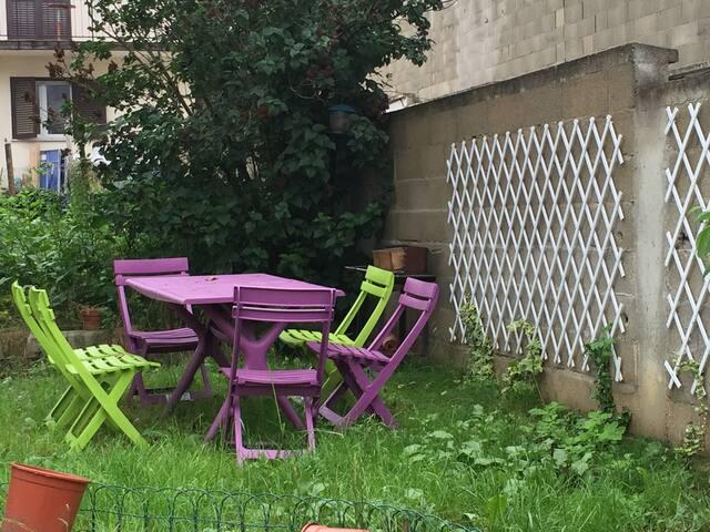 Petite maisonnette dans le jardin - Villejuif - Jiné