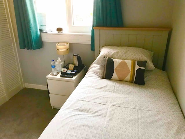 Lovely home with great facilities Single Bedroom.