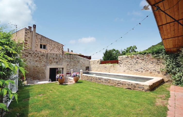 Holiday cottage with 4 bedrooms on 120 m² in Vailhan