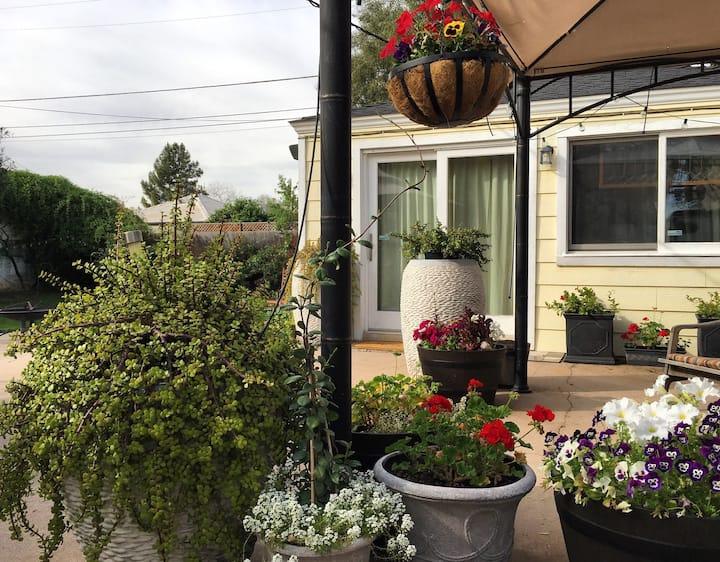 *Private Detached Cottage ~Near Downtown Phoenix!