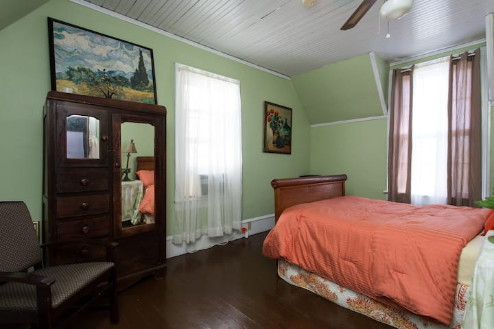 Roan Mtn Room Mtn Appalachian Inn
