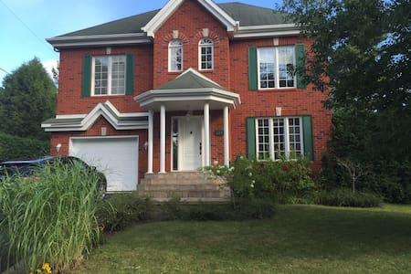 Big and cozy house with pool - Blainville