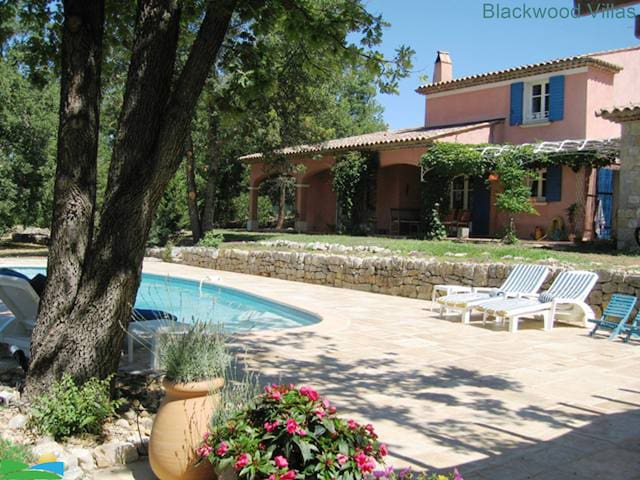 Private Villa with tennis court and pool sleeps 8