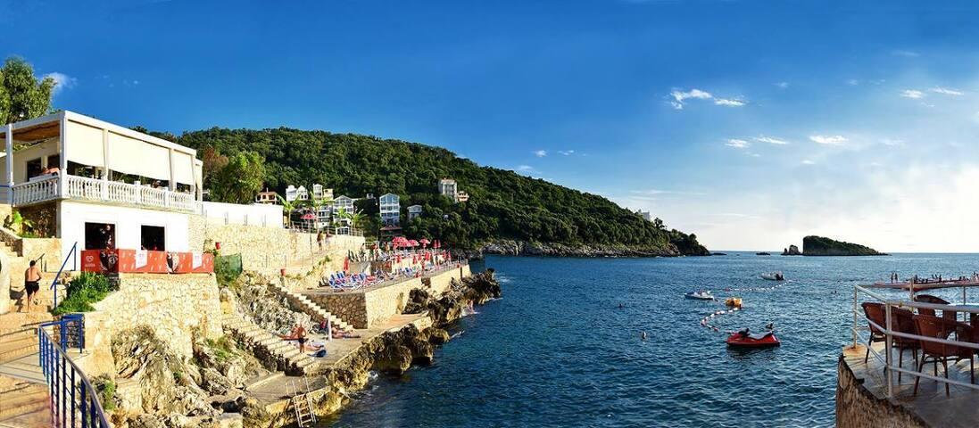 Уютная вилла для хорошей компании 6+2 у моря - Utjeha-Bušat - Dom
