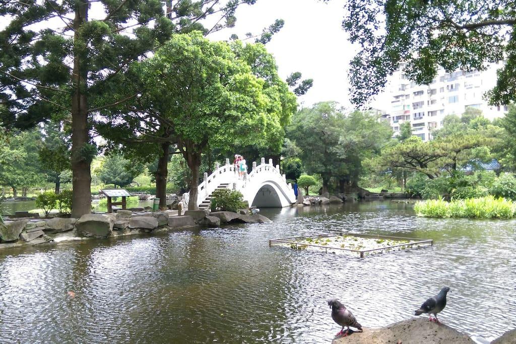 中正紀念堂裏的水池休憩空間