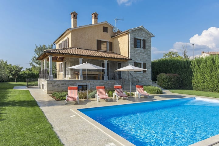 Modern villa with private pool and beautiful garden 25 km from Rovinj