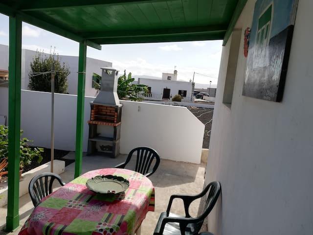 Casa Antonia Reyes, Muñique a la sombra de Famara.