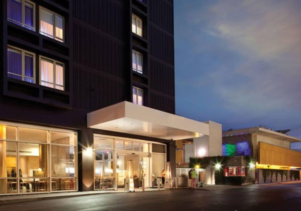 Hotel Entrance/Valet