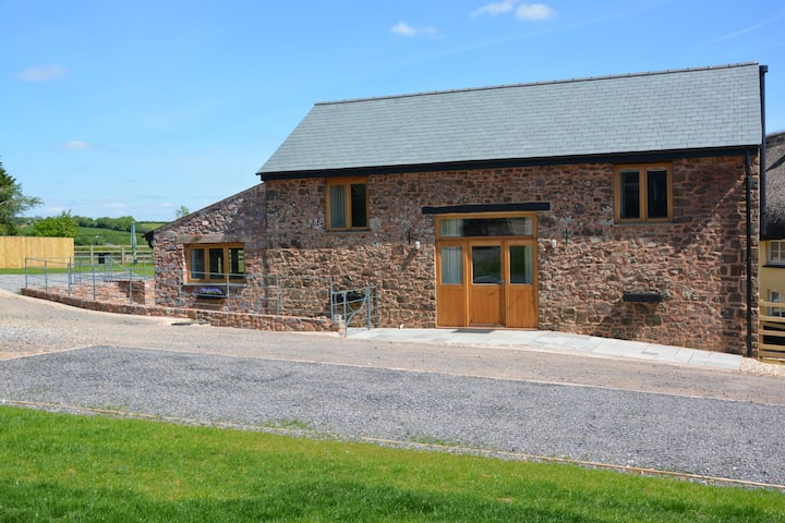 Partridge Barn With Hot-Tub and Home Cinema