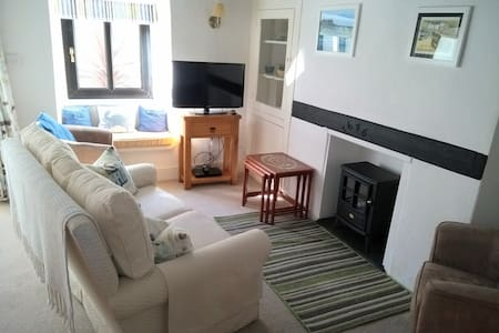 Rosemary Cottage, Brixham, cosy and convenient