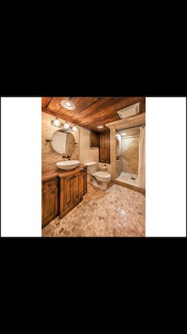 Charming 2br/ 2 bath home - Indianapolis - Huis