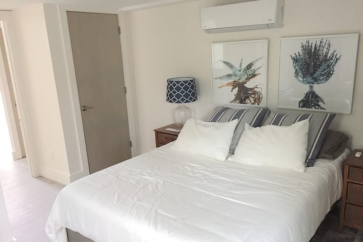Guest Room in Renovated House in a Great Location
