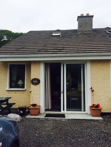 Charlotte's Clifden Cottage - Clifden - Talo