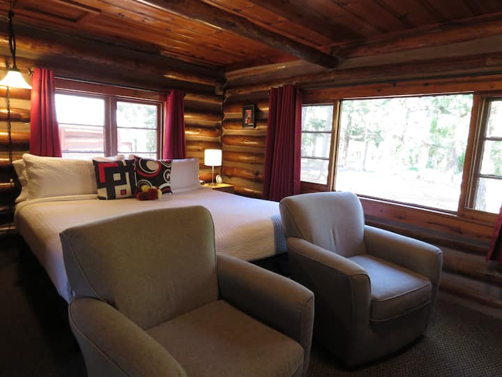 3 - Log Cabin w/ King Bed - Tall Pines Inn