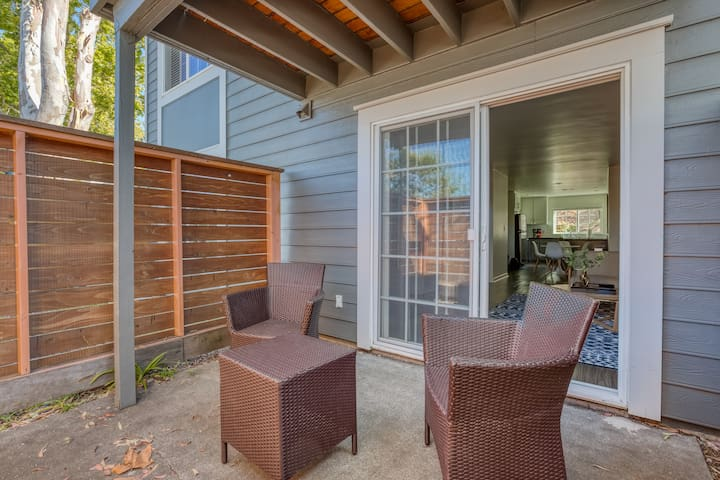 Lovely 2BR in Larkspur with Patio by Zeus