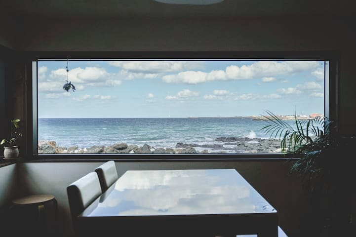 Lovely Ocean views Cottage.d
