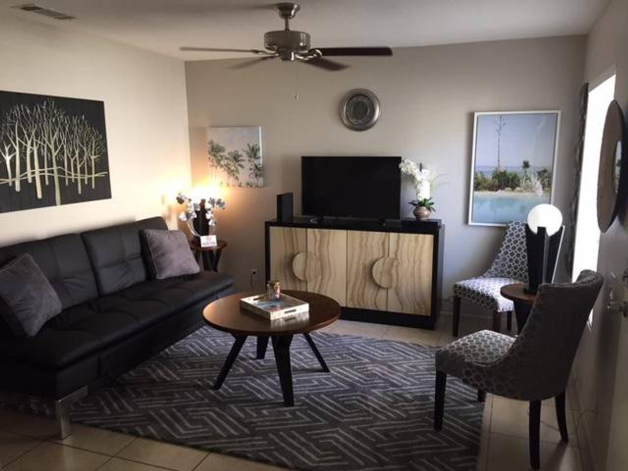 Beautifully decorated 2 bedroom with full amenities.  Unit can sleep 6 adults!