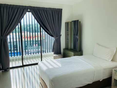 2 Single Beds Big room with Balcony @ Taman Tas