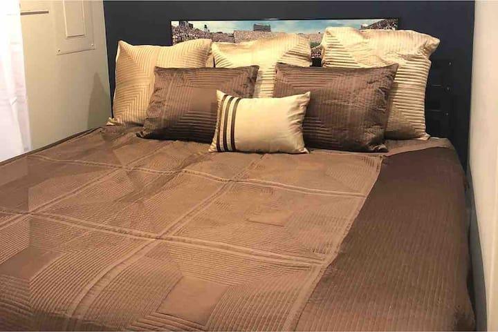 Cozy Private Bedroom+Fridge,Microwave&attach Bath