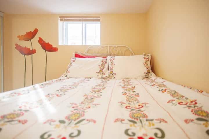 1 bedroom w/parking by subway,24 hr buses,highways