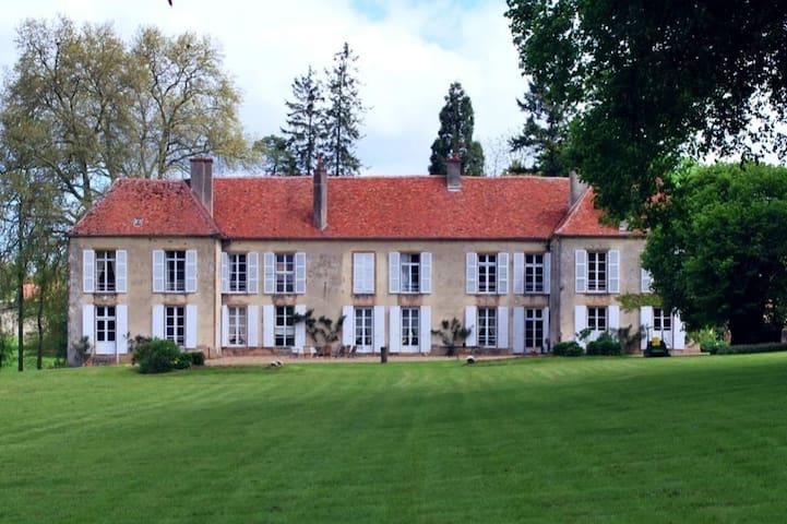 Sury, la vie de Château