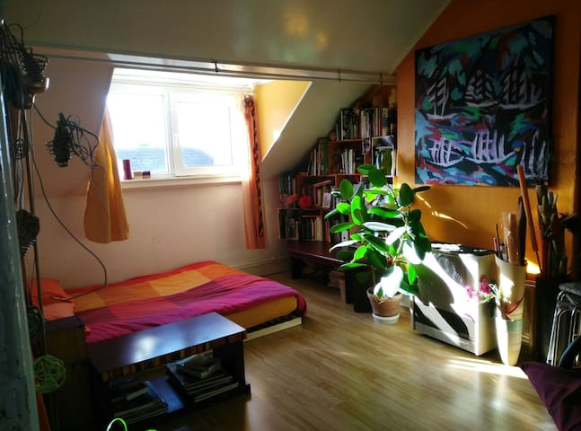 Colorful cosy apartment, close to the centre. - Schaarbeek - Apartment