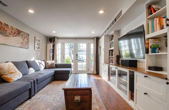 1BR Daylight Apartment  - 2 Blocks to Green Lake