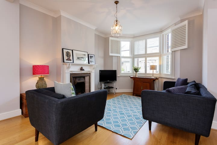 Up to 20% off! 3 bed cottage in Chiswick