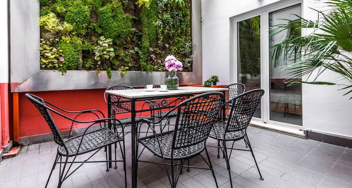ALTIDO Cozy Apartment: Hygge Style & Private Courtyard