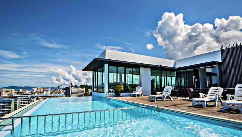 简单的家(Simple) 亚庇市中心首选  无敌夜景 黄昏泳池  两房套房 机场10分钟 商场5分钟