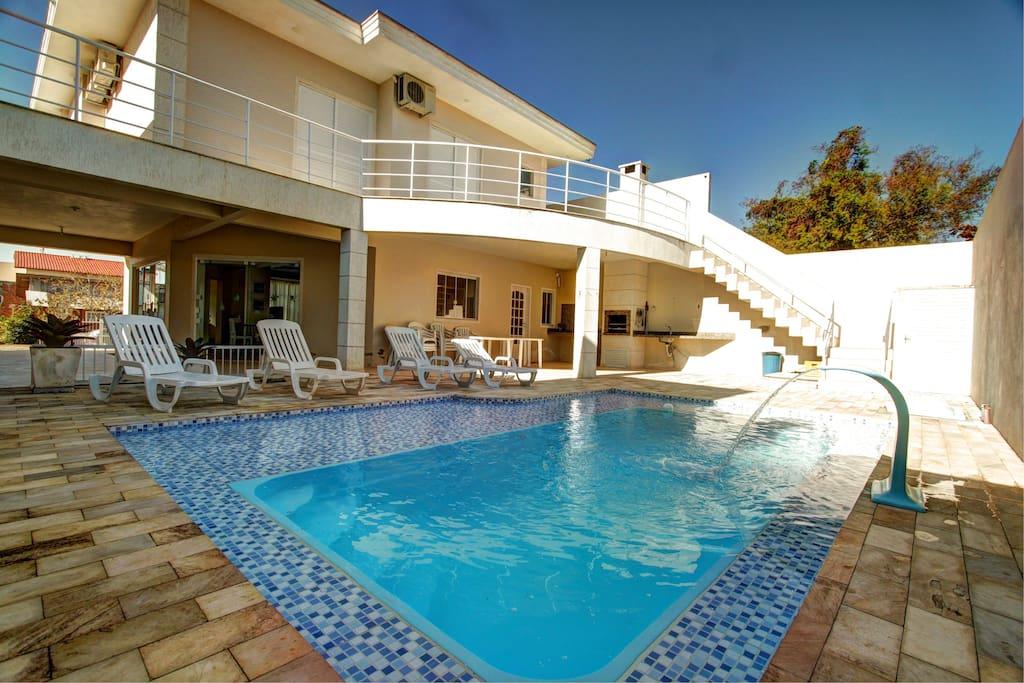 Bello sobrado piscina churrasqueira e wifi case in for Aki piscinas hinchables