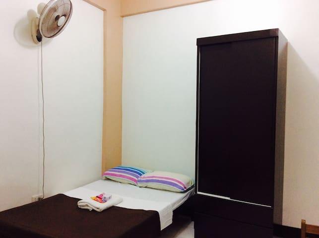 Family Feel HOME w/ WIFI & Kitchen - Quezon City - Huoneisto
