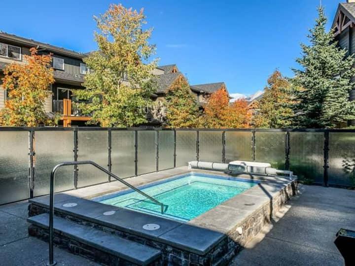 3 Bedroom Mountain Retreat! Hot Tub Open!!!