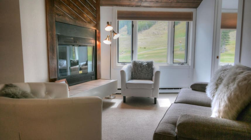 FP304 Newly Remodeled Ski In/Out Right By The Lift - Copper Mountain - House