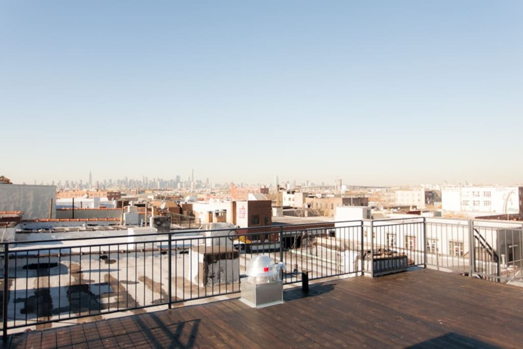 Unbelievable views of Manhattan from this spacious roofdeck!