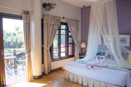 Cozy, Private Panoramic Hill-Top Villa w/Breakfast