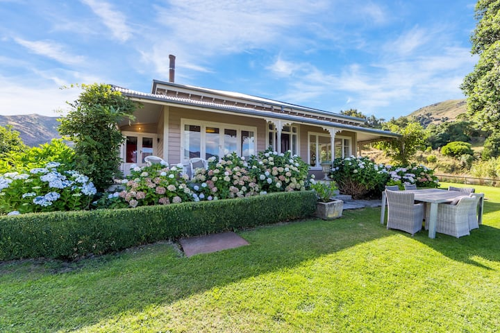 Charming Seaside Villa in the Heart of Wainui