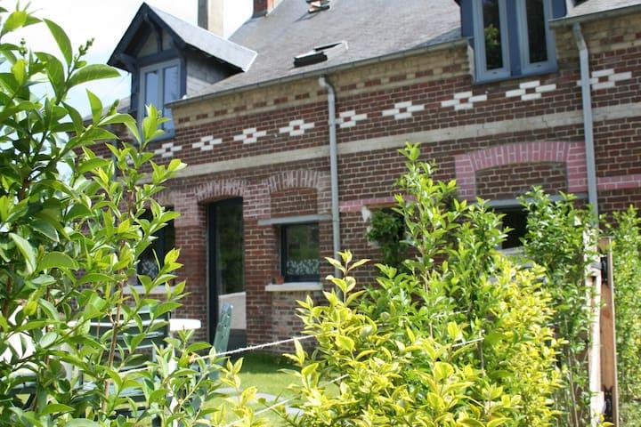 Petite maison avec jardin au calme - Dieppe - Ev
